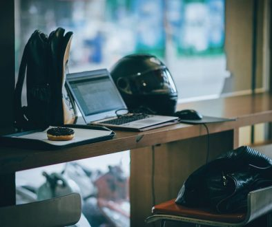 gray-laptop-near-black-full-face-helmet-681704